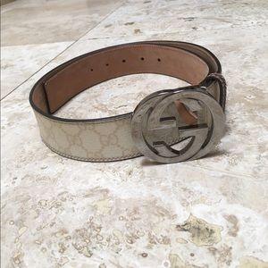 f7ddb6b246b Gucci Accessories - LIKE NEW Gucci GG Supreme Belt with G Buckle